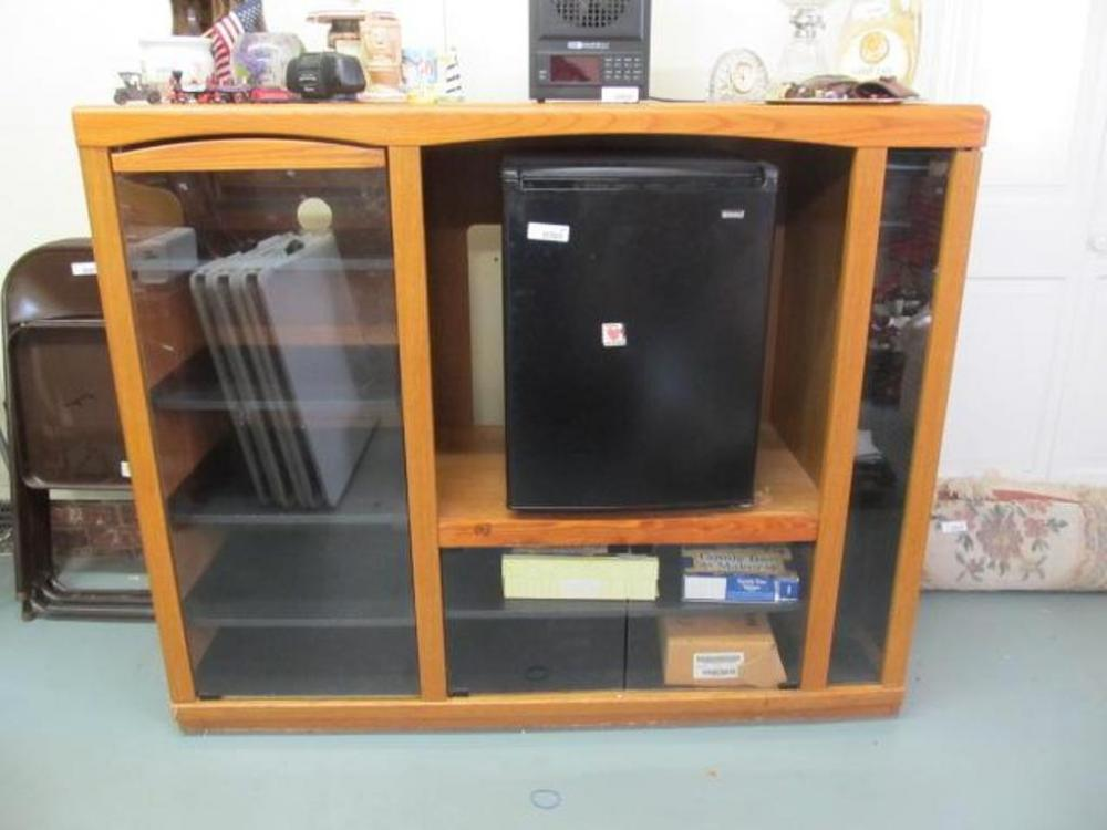 Lot 482 Of 430 Entertainment Center 7 Shelves Gl Doors Cd Storage 4 Small Side No Contents